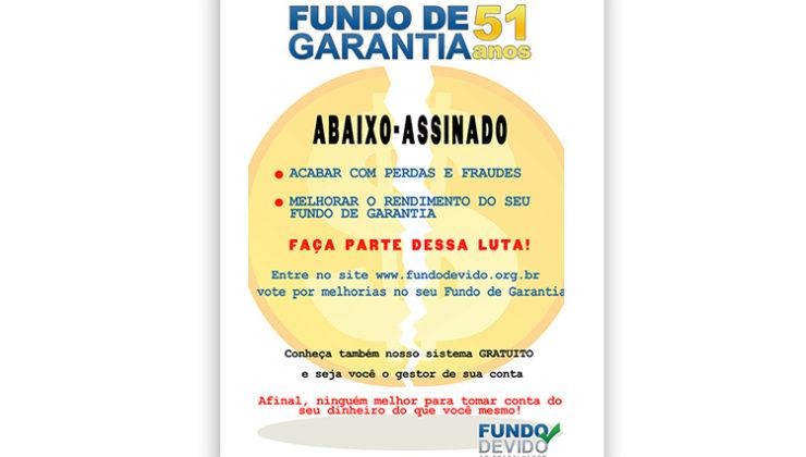Mario Avelino distribui livros no Largo da Carioca