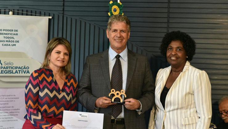"""Mario Avelino recebe o prêmio """"Selo Participação Legislativa"""""""